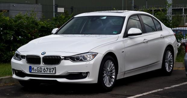 BMW_320d_Luxury_Line_(F30)_–_Frontansicht,_24._Juni_2012,_Düsseldorf